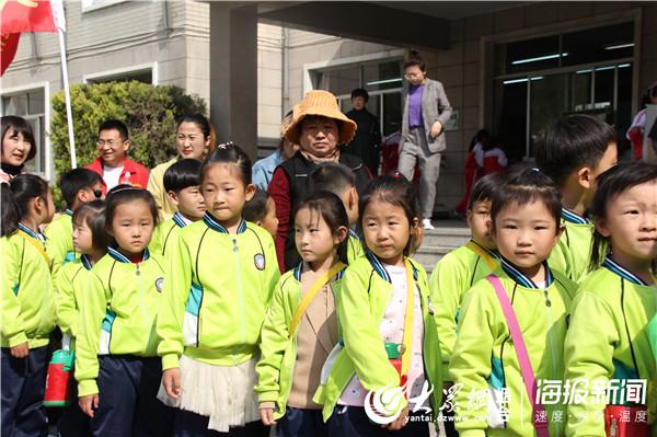 莱州市教育路小区幼儿园组织大班幼儿参观双语学校
