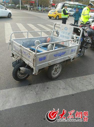 奇葩变形术:电动三轮车改装成四轮摩托车