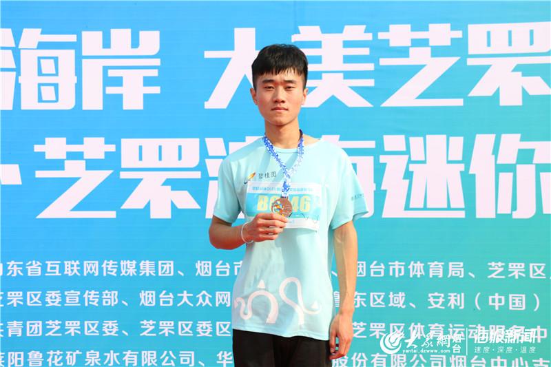 20分35秒!鲁东大学学生获芝罘滨海马拉松五公里赛第一名